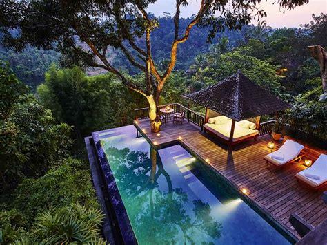bali villa rentals  luxury yacht charters  indonesia
