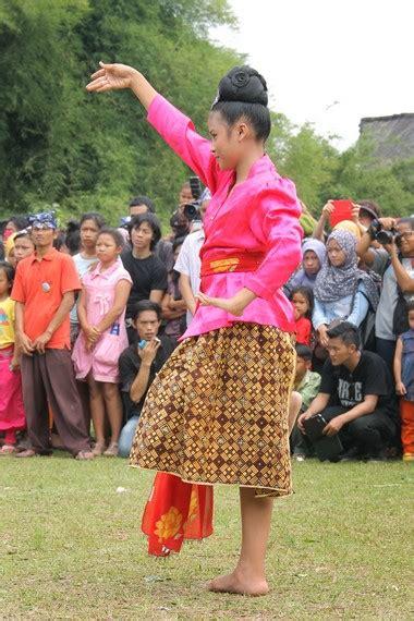 Batik Mojang tari mojang jaipong identitas masyarakat sunda