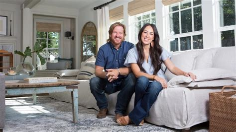 apply to be on fixer upper watch chip and joanna gaines use pickles to fix a home on