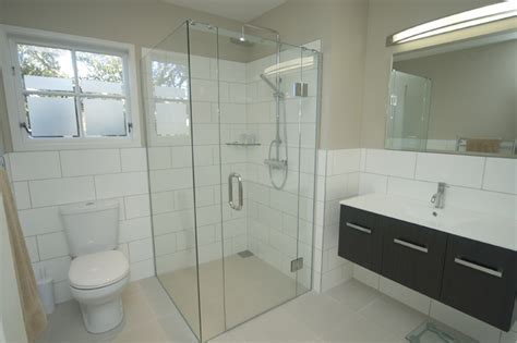 Small bathroom renovation ideas   large and beautiful photos. Photo to select Small bathroom