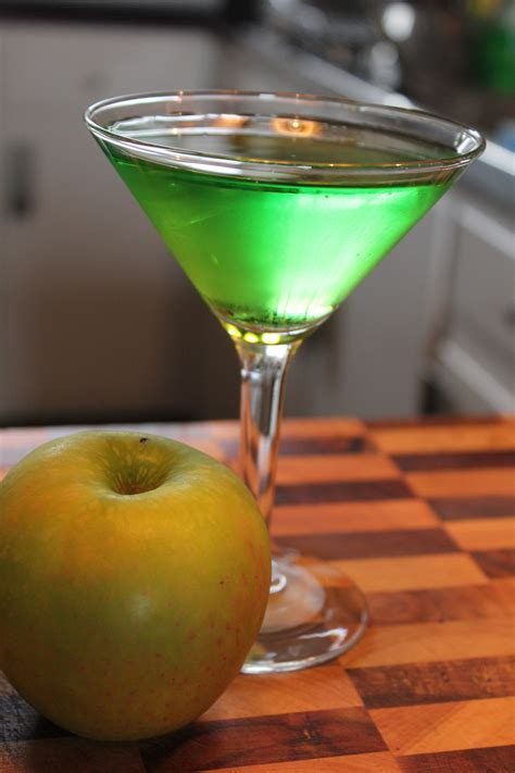 martini apple green apple martini recipe dishmaps