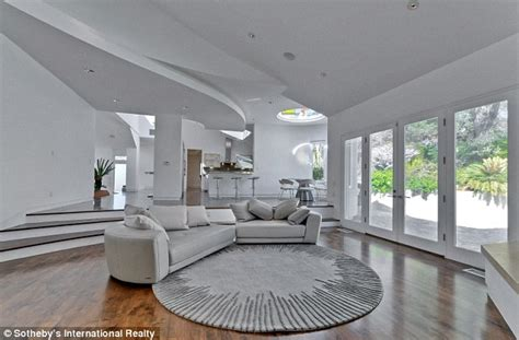 steve jobs home interior steve wozniak apple co founder s house built in 1986 looks a lot like one of his stores daily