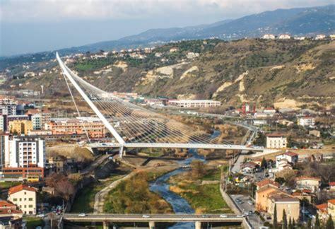 di cosenza tra poche ore l inaugurazione nuovo ponte di calatrava