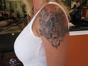 27 affectionate heart locket tattoo ideas sloe