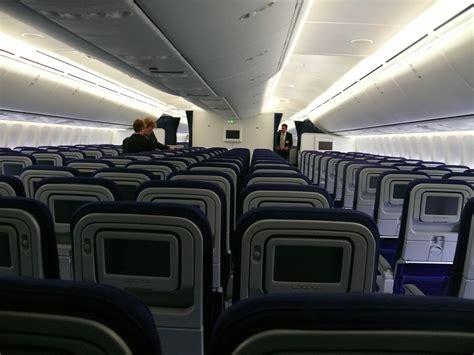 Lufthansa 747 8 Cabin file lufthansa 747 8 actually a380 economy cabin jpg