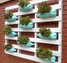 faire un jardin suspendu palette avec des bouteilles de r 233 cup
