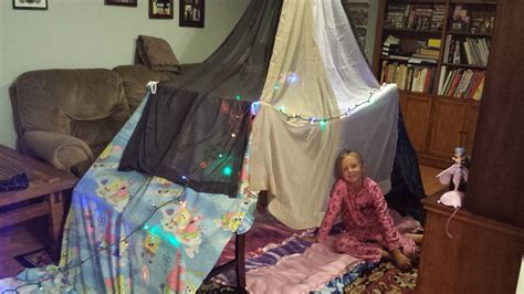 How To Make A Fort Out Of Blankets And Pillows by How To Build A Simple N Easy Indoor Blanket Fort Tent For 3 4