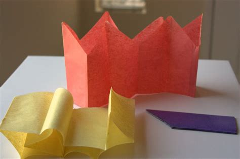 Paper Crowns - traditions