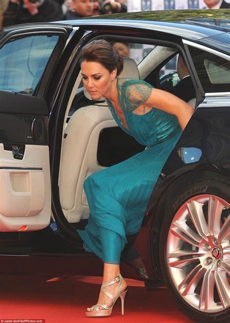Gamis Jaguard Wafle Syari kate middleton duchess of cambridge in stunning teal