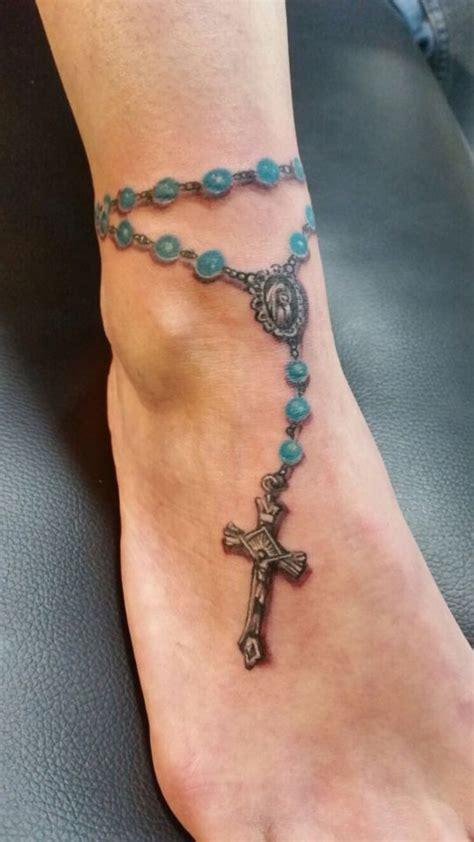 rozenkrans enkel tattoo rosery praying hands tattoo