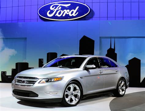 2010 ford sho the sleeper has awakened auto design tech 2009 chicago auto show 2010 ford taurus sho officially