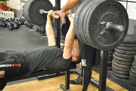 bench technique the bench press is a pull 5 cues you might be missing