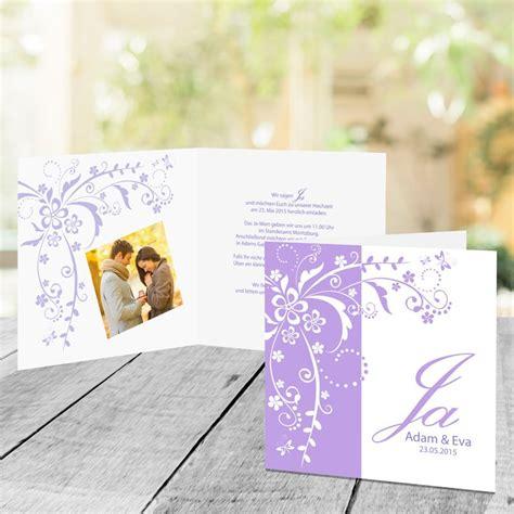 Hochzeitseinladungen Flieder by Hochzeitseinladung Blumenranke Flieder
