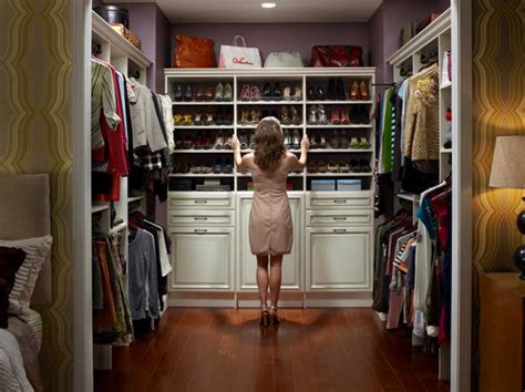 walk in closet organization ideas with white color theme