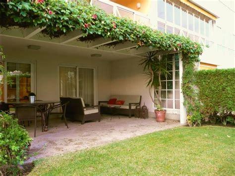 porche jardin porche jardin pergola aluminio planta trepadora sillones