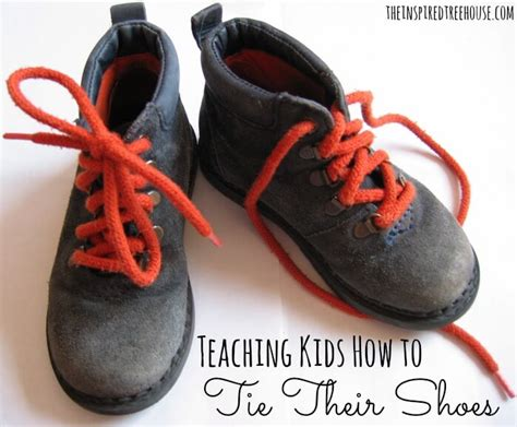 teaching a kid to tie shoes child development teaching how to tie their shoes