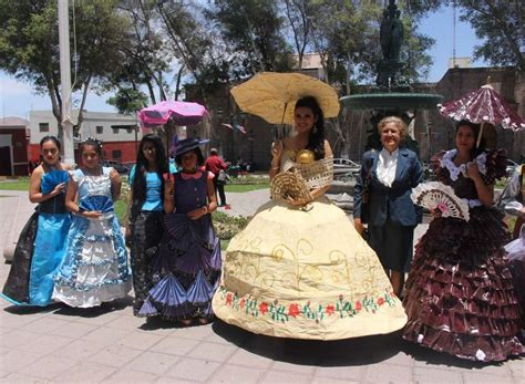 trajes tipicos de la region con material reciclado apexwallpapers mira c 243 mo lucen los trajes t 237 picos de moquegua hechos con
