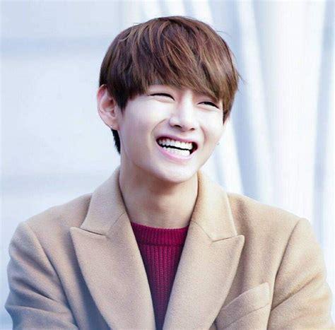 kim taehyung smile kim taehyung s signature smile appreciation post k pop