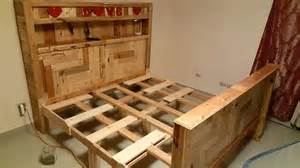 How To Make A Pallet Bed Frame King Size Pallet Bed Pallet Furniture Diy