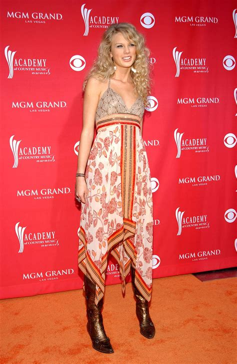 taylor swift dress buzzfeed just a reminder that taylor swift used to dress like this