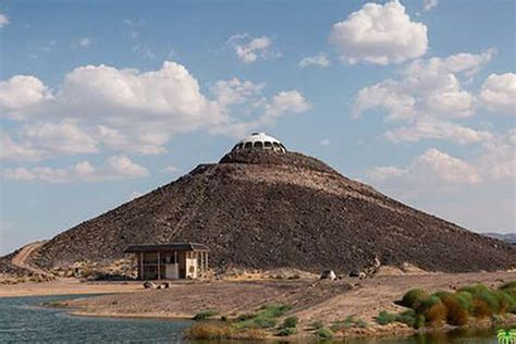 huell howser volcano house huell howser s volcano top saucer house in the mojave