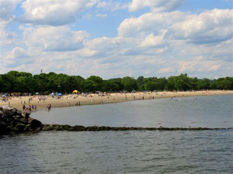 friendly beaches in ct 10 great beaches in connecticut on the island sound