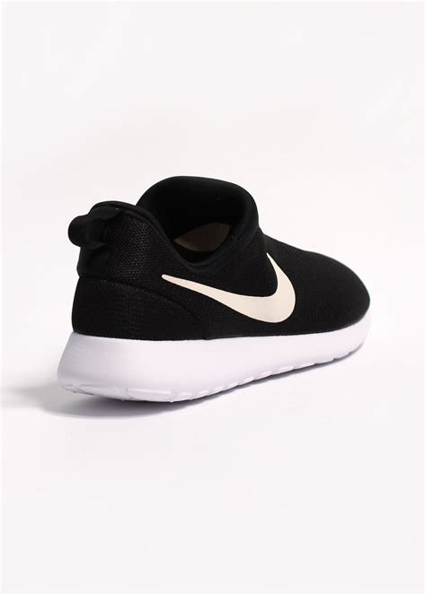 Nike Rosherun Slip On nike rosherun slip on black white