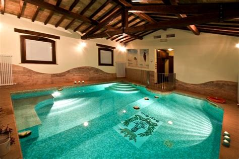 camere con piscina interna borgo brufa vogue it
