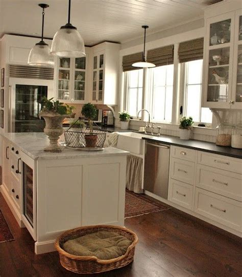 new england farmhouse kitchens new england farmhouse curb 25 best ideas about new england farmhouse on pinterest