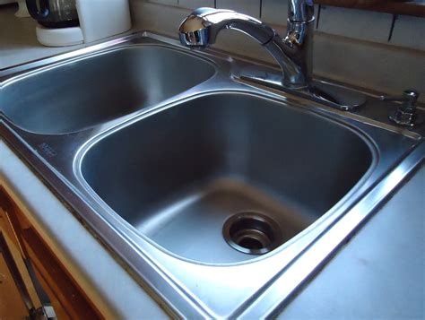 how to make your kitchen sinks shiny