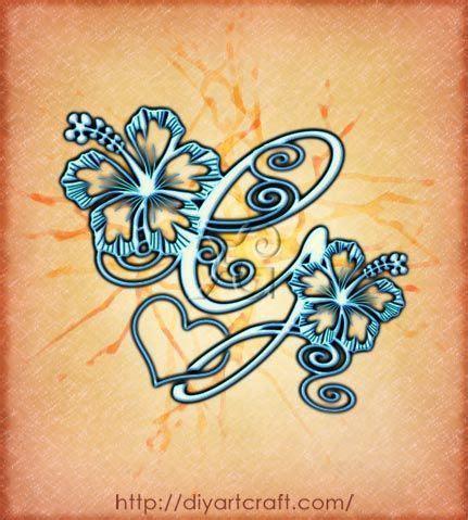 tatuaggio fiore ibisco eleganti maiuscole stilizzate con fiore di hibiscus in 3