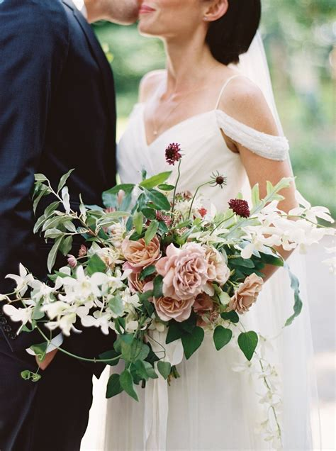 Wedding Pictures With Flowers by You Might Want These 10 Winter Flowers In Your Bouquet A