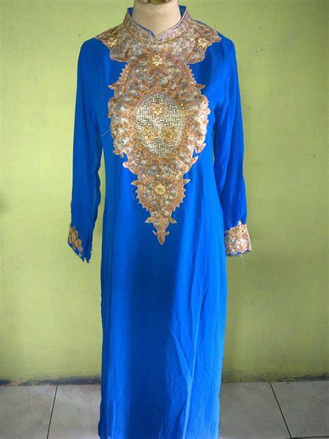 Kaos Uhu modis dengan jilbab busana muslim murah dari kaos busana