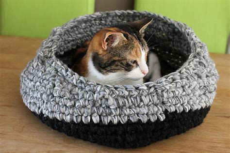 cat bed pattern crochet cat beds