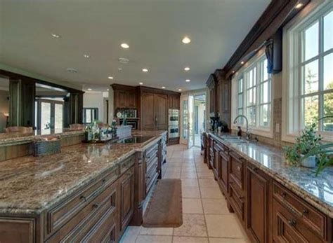 The Kitchen Abbotsford by Photos Rocker Chad Kroeger S Former Abbotsford Mansion