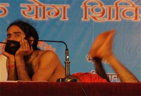 yoga tutorial by baba ramdev in photos baba ramdev teaches yoga in mumbai rediff com