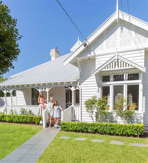 a renovated htons coastal cottage in melbourne homes
