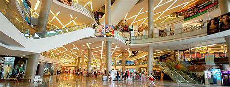 find the nearest shopping malls and shopping centers