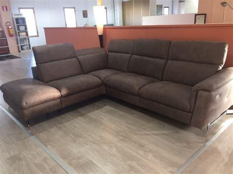 divano due posti con chaise longue delta salotti divano lumiere divani con chaise longue pelle