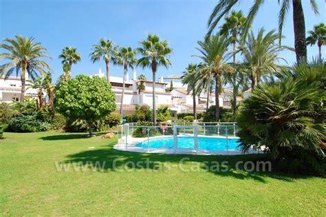 huis aan strand huis te koop marbella oost direct aan strand