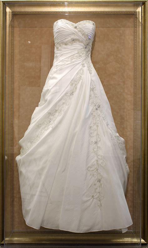Etuikleid Brautkleid by Wedding Memorabilia My Framing Store Inc