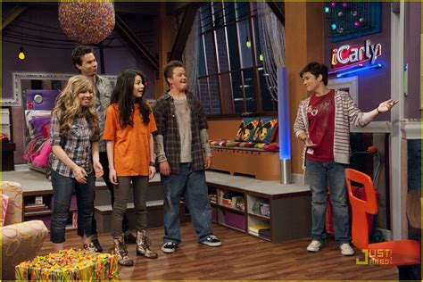 icarly celebrates her birthday with an icarly bedroom icarly bedroom home design plan