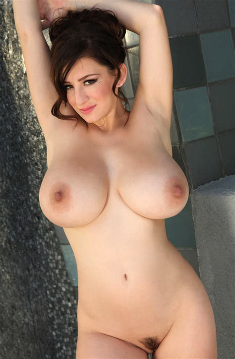 Sexy Babe With Big Tits September Carrino Shows Her Body In The Shower Pornpics Com