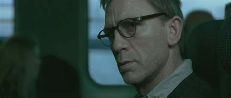 dragon tattoo daniel craig glasses daniel craig as mikael blomkvist in the girl with the