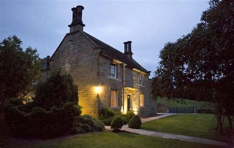 stay in austen inspired cottage at chatsworth victoriana