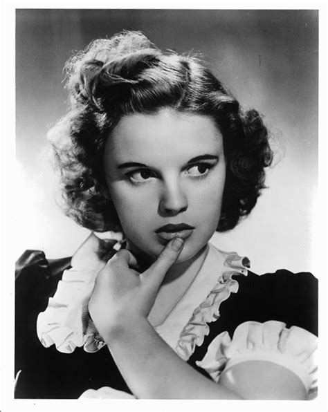 renee zellweger judy garland singing judy garland biopic renee zellweger to play wizard of oz