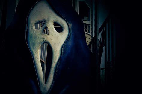 gambar mengerikan menyeramkan hantu menghadapi