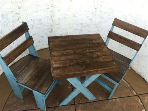 chalk paint pallet cascade blue chalk painted pallet bistro set 1001 pallets