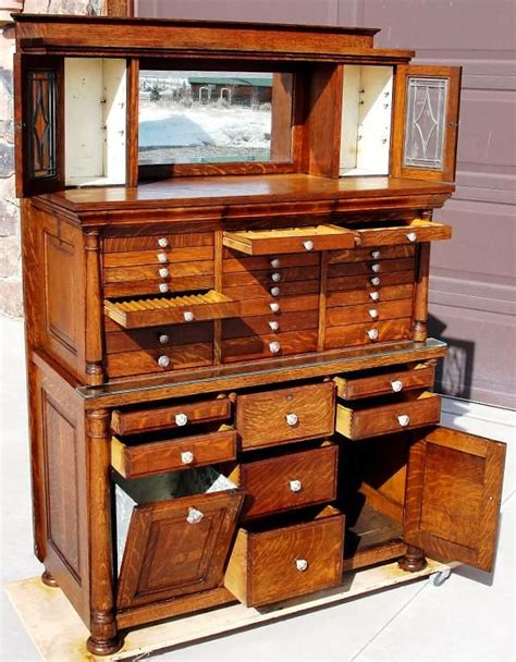 How Many Secretaries Are In The Cabinet by 25 Best Ideas About Jewelry Cabinet On Mirror