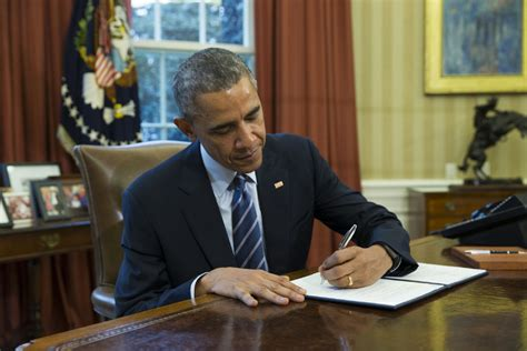 obama at desk the strange art of the white house condolence letter
